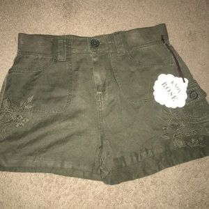 NEW Knox Rose Embroidered Green Shorts XS